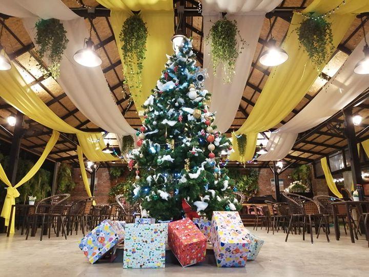 SoniaResidence-Lobby-Christmas-Tree